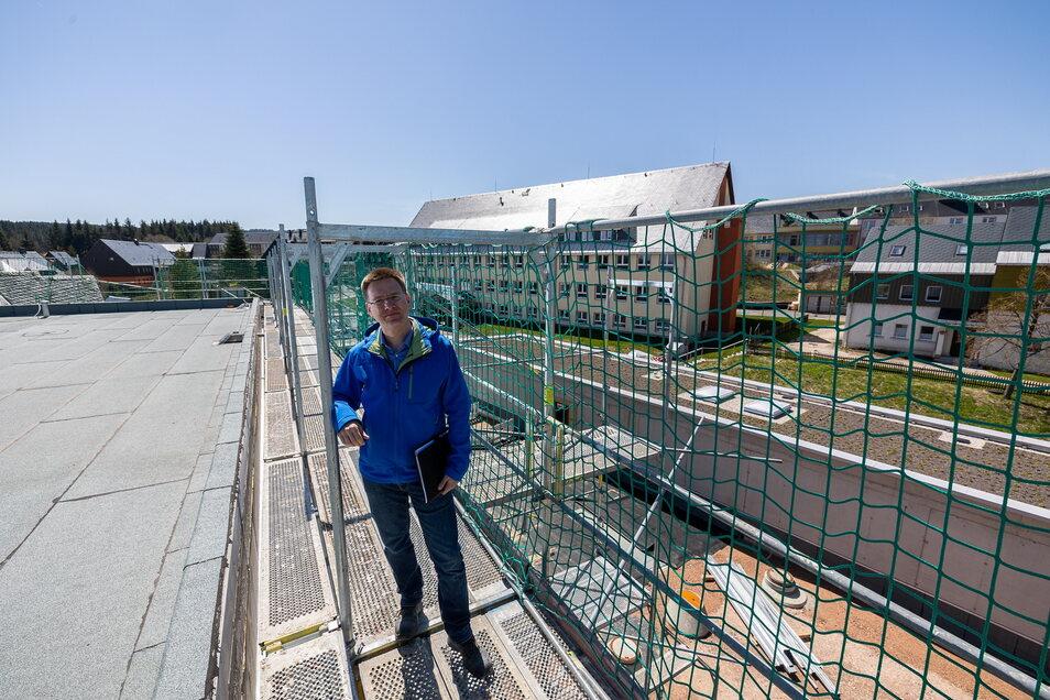 Mario Weller ist der Projektbeauftragte vom Landratsamt Pirna für das Leistungssportzentrum in Altenberg. Seit 2009 verfolgt er das Wachstum der Anschubstrecke, des Trainingsgebäudes und der Lauf- und Schießhalle.