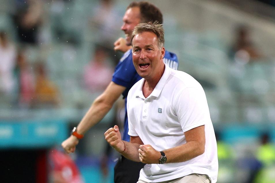 Dänemarks Nationaltrainer Kasper Hjulmand bejubelt das Tor zum 2:0.