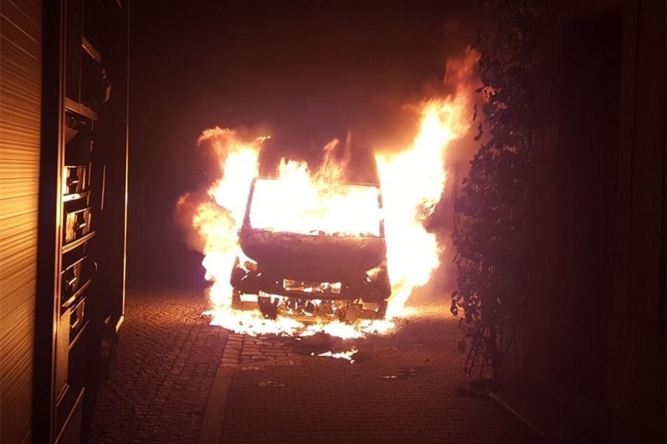 Schnell und heftig hatte sich der Brand ausgebreitet. Es wäre fast zu einer Katastrophe gekommen.