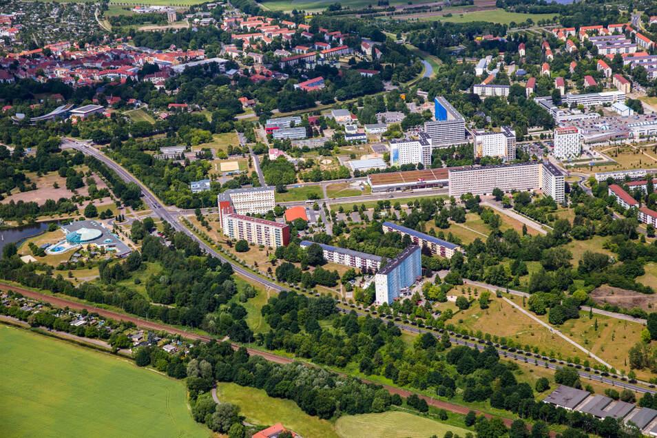 Diese Luftaufnahme ist fünf Jahre alt, zeigt aber den größten Teil des Areals, mit dem die Stadt Hoyerswerda ins Rennen um die Sächsische Landesgartenschau 2025 gehen will.