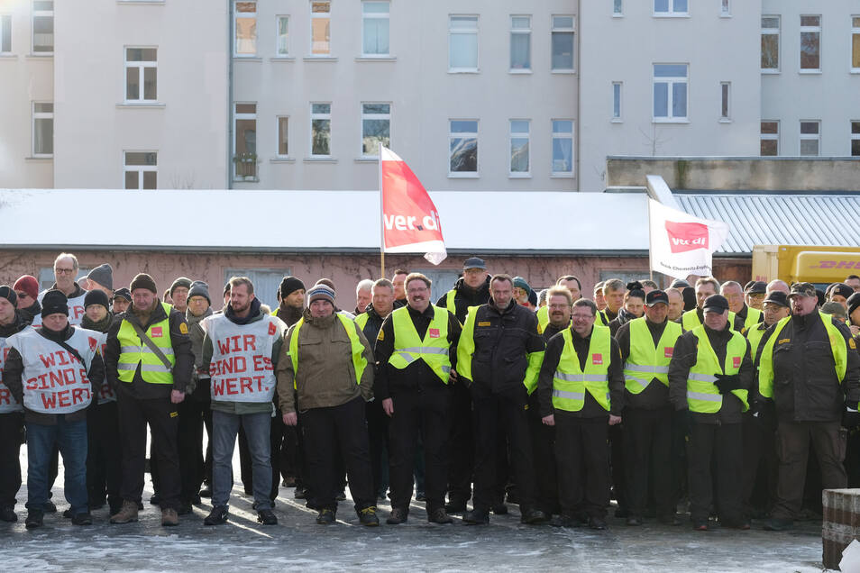 Hier versammeln sich Geldtransport-Fahrer zu einem Warnstreik in Leipzig.
