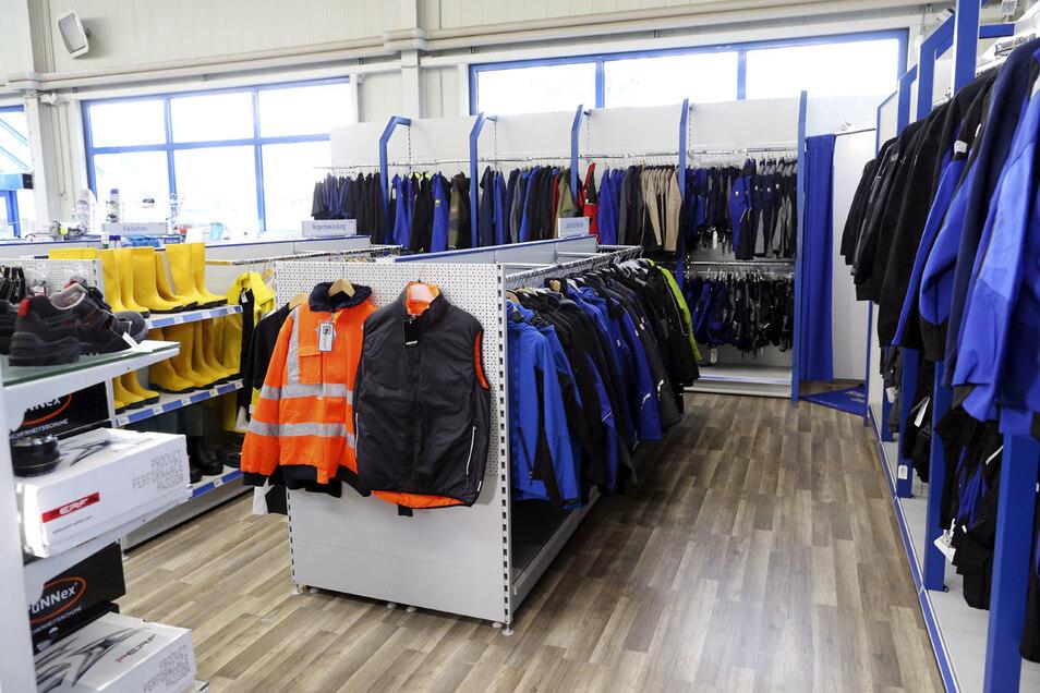 Von Sicherheitsschuhen über Kleidung bis zum Helm ist bei HOLDER alles zu finden.
