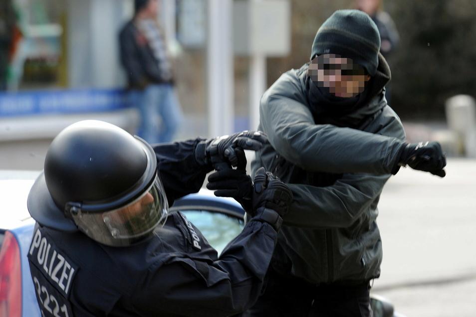 Immer öfter erleben Polizisten im Dienst Beleidigungen und Angriffe.