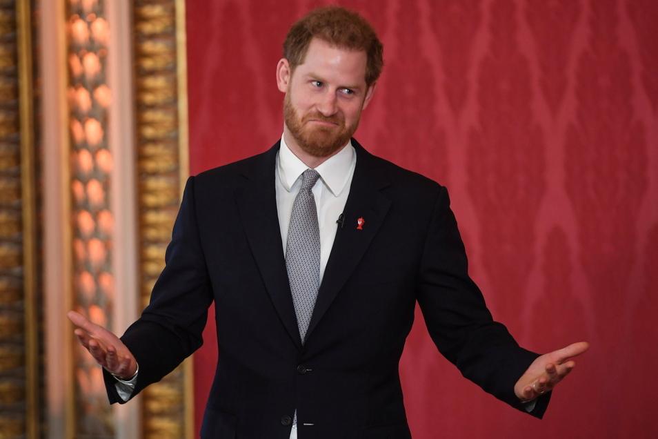 Prinz Harry hat seinen Vater Prinz Charles öffentlich kritisiert.