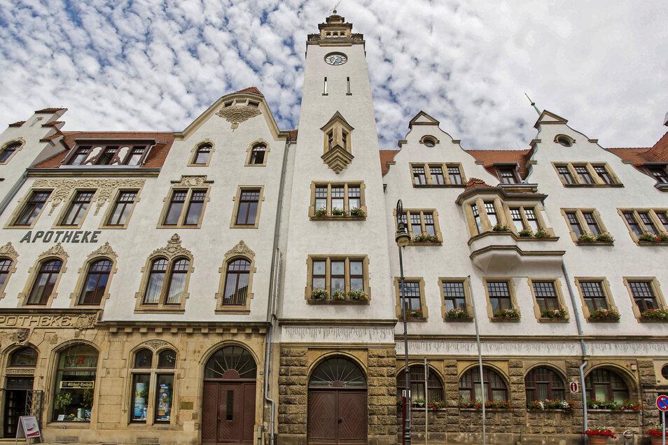 Das Rathaus Potschappel in Freital. Erst anrufen, dann hingehen.