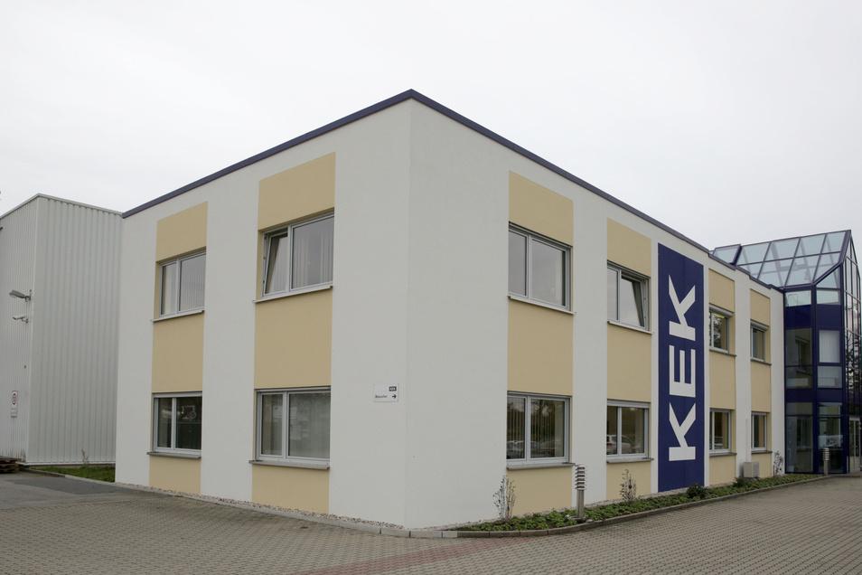 Die KEK GmbH ist auf Edelstahl spezialisiert und fertigt unter anderem Labor- und Gastronomieausstattungen.