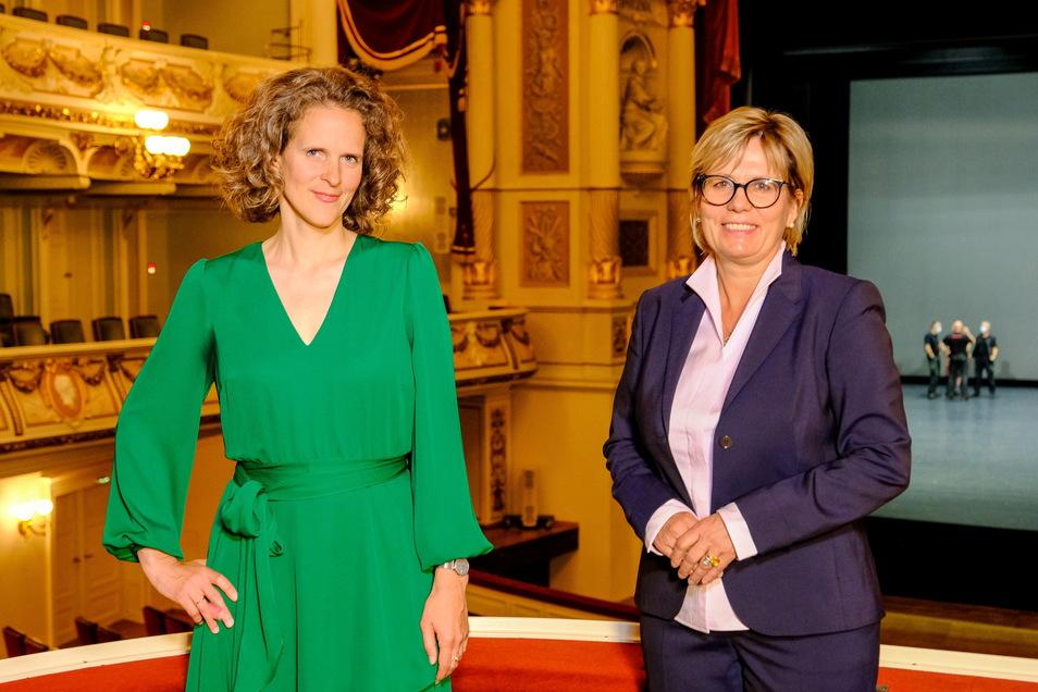 Am Dienstag stellte Sachsens Kulturministerin Barbara Klepsch (r.) Nora Schmid als designierte Intendantin vor.