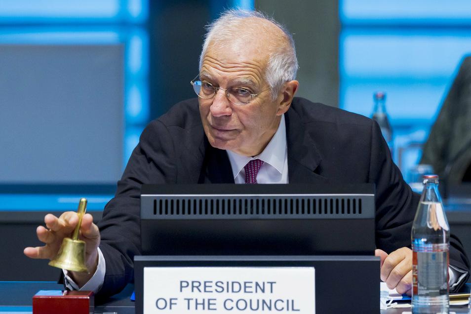 Josep Borrell, EU-Außenbeauftragter, läutet das Treffen der Außenminister der Europäischen Union im Gebäude des Europäischen Rates ein.