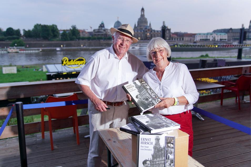 Ernst Hirsch und seine Frau Cornelia am Freitagabend auf der Tribüne der Filmnächte Dresden.