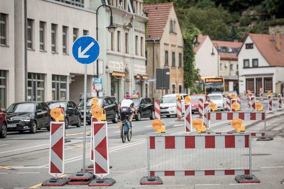 Auf der Grundstraße brauchen Autofahrer und Bus-Fahrgäste zurzeit etwas Geduld.
