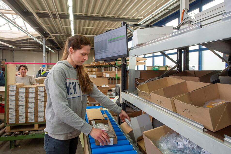 Tanja Mueller (r.) und Rosemarie Schulze gehören zu den ersten vier Möbelwerk-Mitarbeitern, die ihren Arbeitsplatz jetzt im Gartencenter des einstigen Praktiker-Marktes haben.
