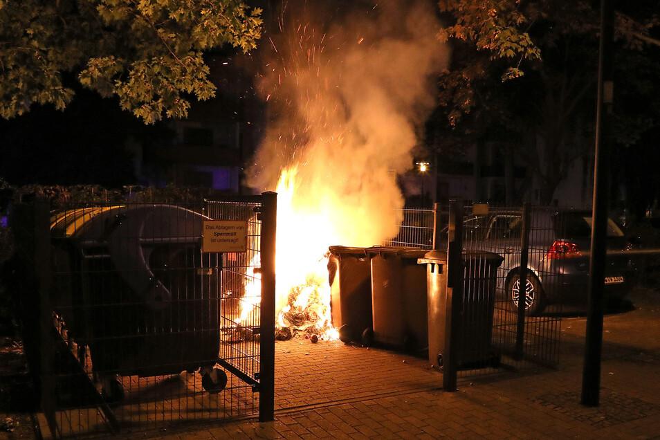 Die Polizei ermittelt zu mehreren Brandstiftungen in Gorbitz.