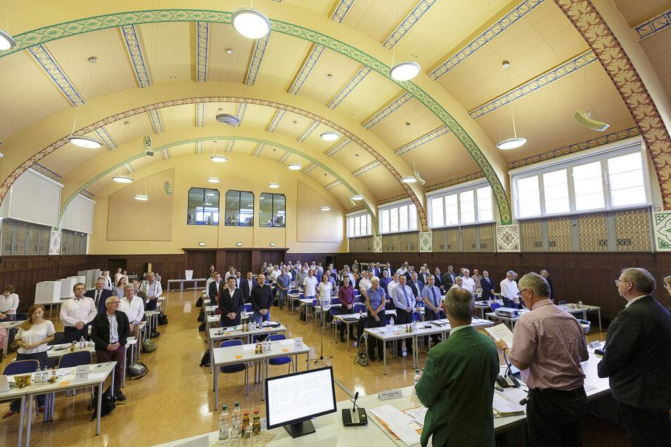 Am Mittwochnachmittag wurden die neuen und alten Kreisräte in der Aula des Berufsschulzentrums in Görlitz vereidigt.