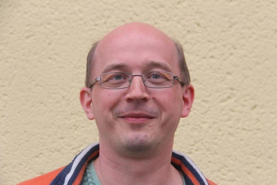 René Salzmann (42), Ergotherapeut, Hochkirch:Die Straße zum Sportplatz sollte verkehrsberuhigt werden, wegen der Kinder. Für das neue Wohngebiet am Kuppritzer Weg sollte ein Spielplatz gebaut werden, denn hier haben sich viele junge Familien angesiedelt.
