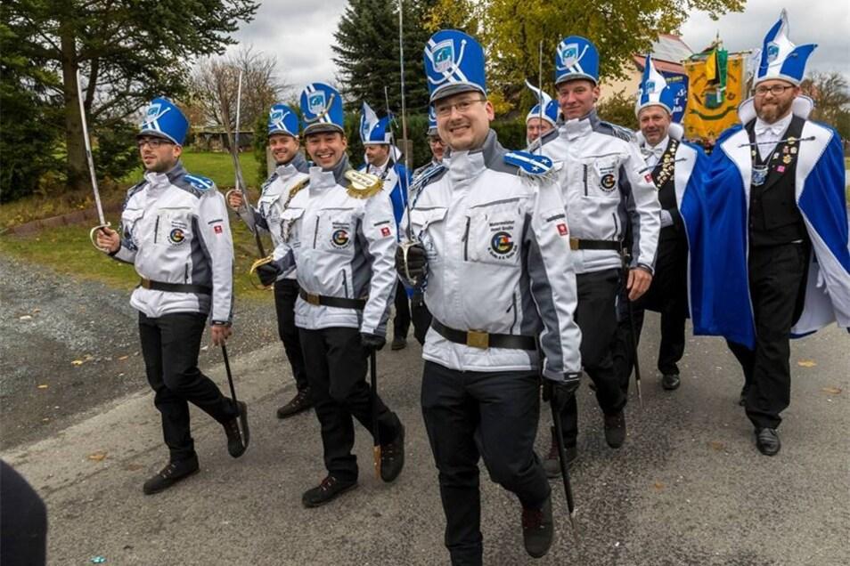 Mit Funken, Faschingspolizei und Elferrat kam der Karnevalclubs Bad Schandau. Marko Förster