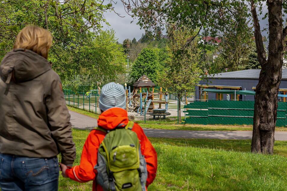 Eltern ohne Test müssen draußen bleiben: Für Freitals Kitas gibt es mal wieder neue Regeln.