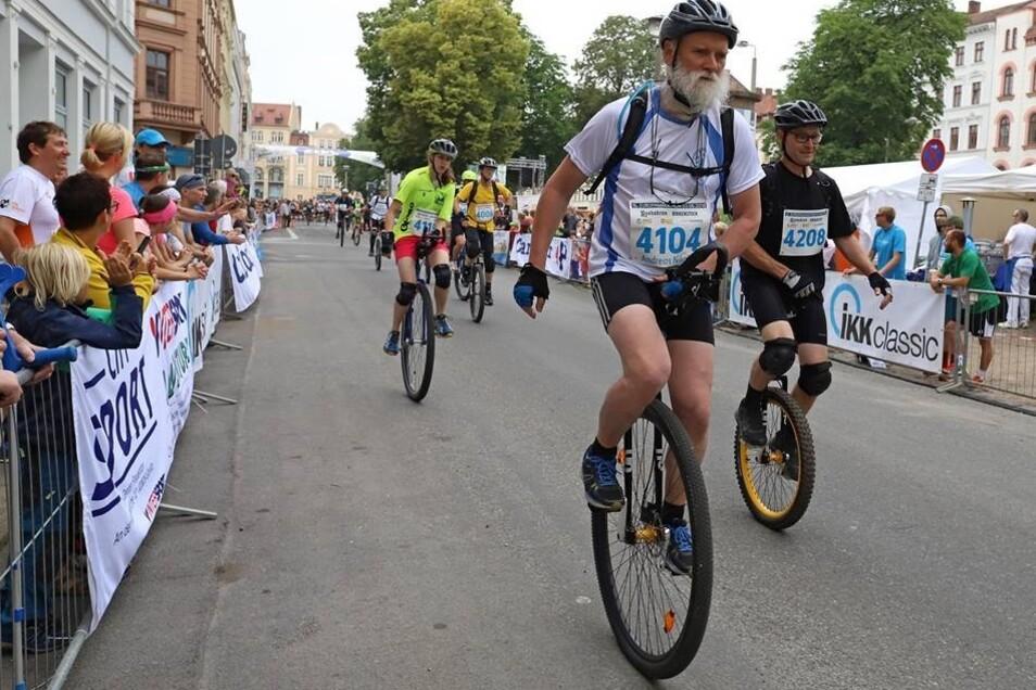 Erstmals waren Einrad-Fahrer in Görlitz am Start, wagten sich gleich auf die Marathonstrecke und kürten hier ihre deutschen Meister.