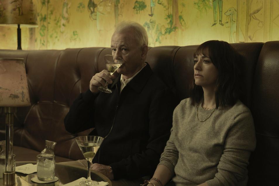 """""""Du musst anfangen, wie ein Mann zu denken,"""" rät Felix (Bill Murray) seiner Tochter Laura (Rashida Jones). Sie weiß aber nicht recht zu deuten, was er damit meint."""
