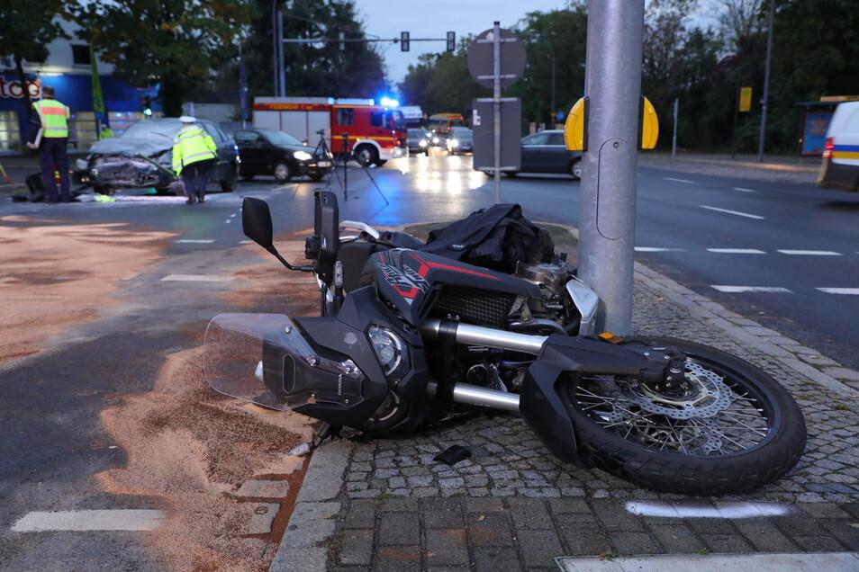 Der Fahrer dieses Motorrads wurde am Morgen bei einem Unfall schwer verletzt.