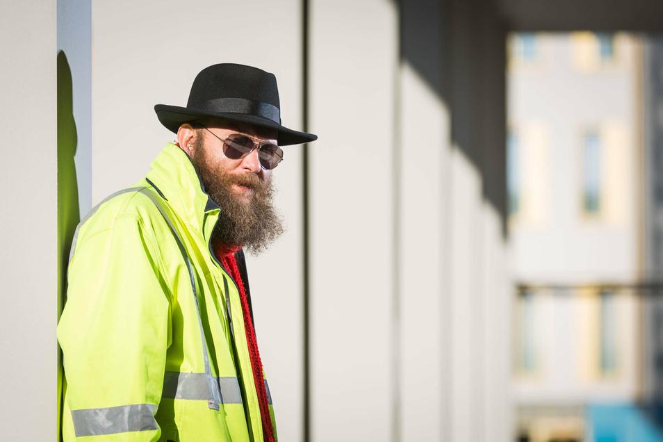 Stadtrat Max Aschenbach (Die Partei) hat wegen eines Kommentars bei Facebook Ärger mit der AfD.