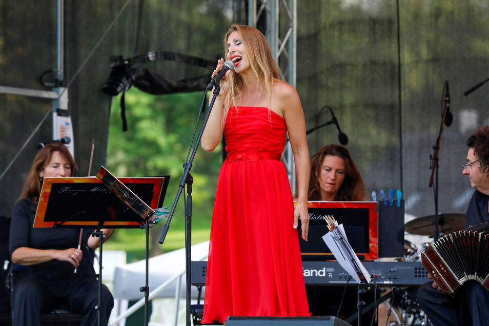 """Am Tag der Oberlausitz gab das Görlitz-Bautzener Ensemble """"Tango Misterio"""" mit der Sängerin Adriana Macchi-Vits ein Konzert in Löbau, am Freitag ist es in Görlitz zu erleben."""