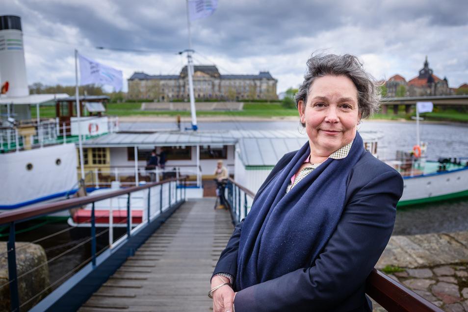 Zum Start der 178. Dampfersaison stellte Karin Hildebrand im April 2014 einen modernisierten Auftritt der Flotte vor. Es war die erste komplette Saison unter ihrer Leitung.