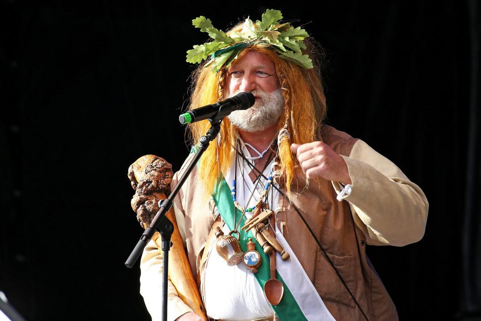 Riesa-Maskottchen Gunter Spieß bei der Eröffnung des Volksfestes.
