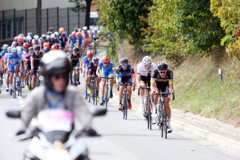 """Bei """"Rund um Sebnitz"""" gingen 2018 bei den Profis rund 130 Männer und 60 Frauen an den Start."""