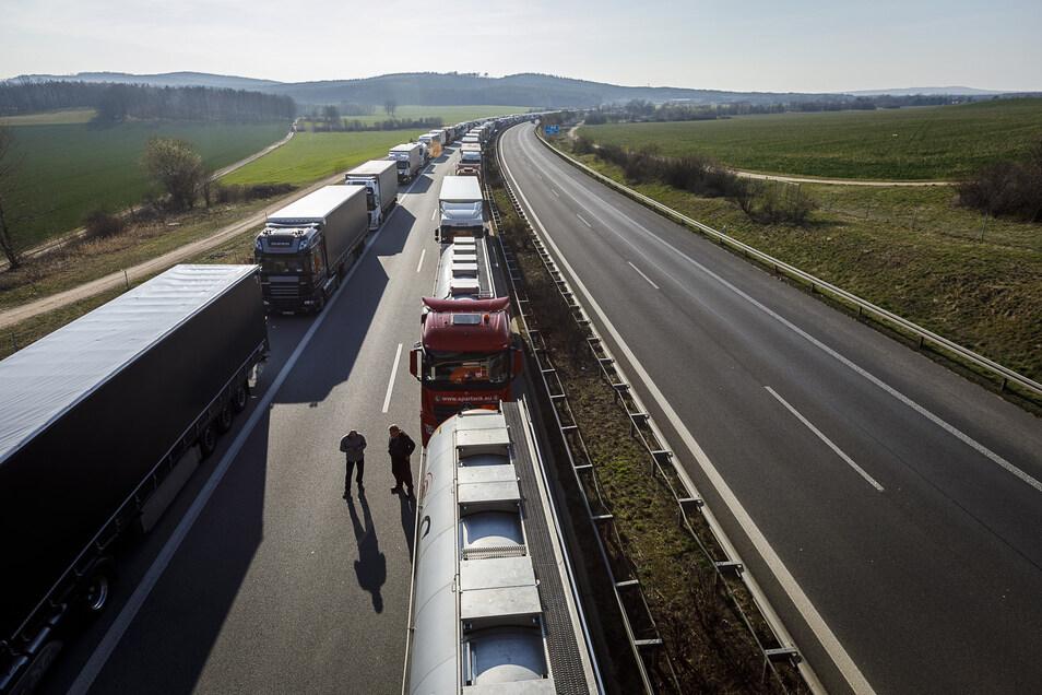 Wieder kilometerlange Staus auf der A4 in Richtung Görlitz. Die Polizei hatte vor allem damit zu tun.