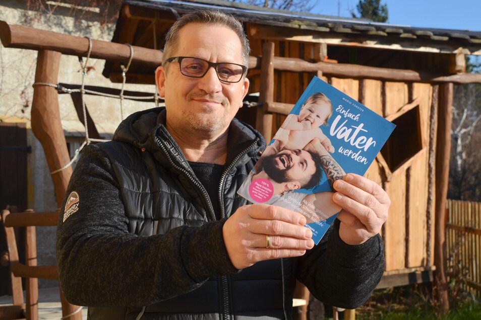 """Vor zwei Jahren zog Mario Förster aufs Dorf, hat mittlerweile ein Buch für Väter herausgebracht und betreibt mit """"Netpapa"""" eine Internetseite mit großer Reichweite."""