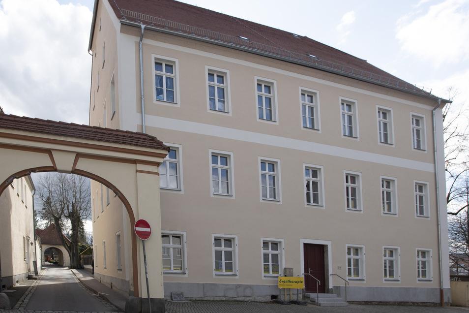 Das sanierte Herrenhaus in Pulsnitz. Im Erdgeschoss befindet sich jetzt die Ergotherapie.