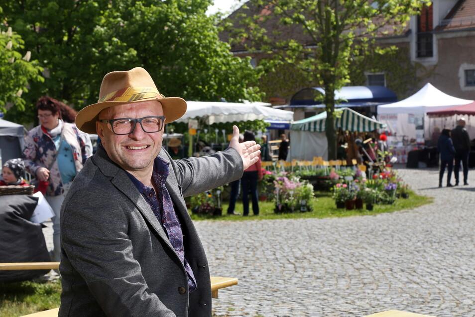 Marktleiter Antonio Antrilli lädt nach 2019 wieder zu den Kreativen Sommertagen auf Schloss Hirschstein ein.