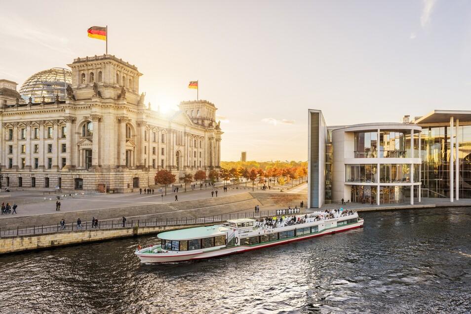 Berlin Reichstag Bootstour Spree
