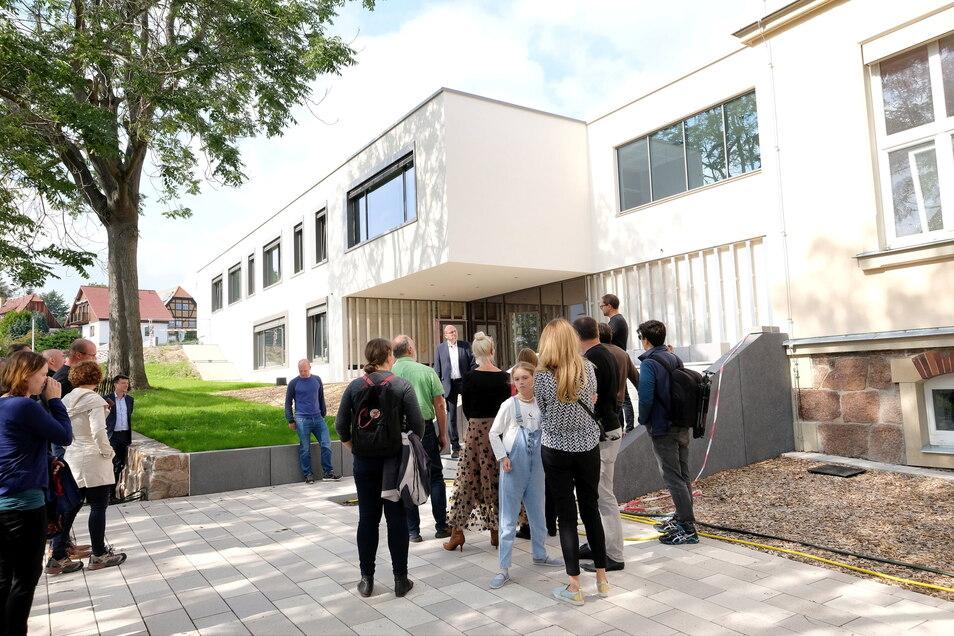 Die neue Questenbergschule in Meißen ist fast fertig, bald können die Schüler wieder von ihrem Interimsstandort zurück. Insgesamt hat sich die Schulstruktur im Kreis Meißen in den letzten Jahren wenig verändert, heißt es im neuen Bildungsjournal.