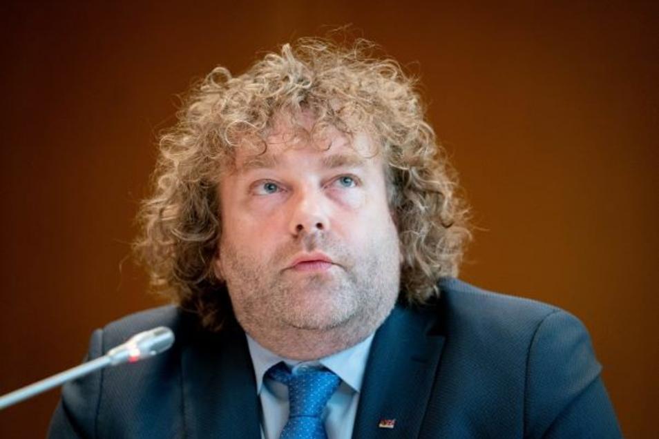 Torsten Pötzsch (50). Der Oberbürgermeister von Weißwasser kritisiert, dass nicht genug Gelder in der Lausitz ankommen.