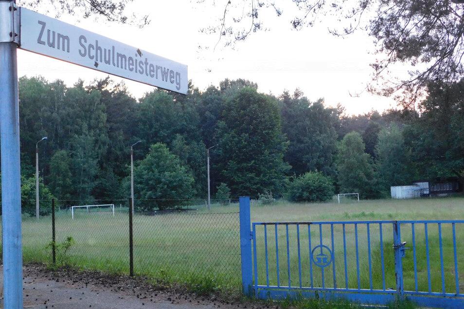 Der seit Jahren nur noch sporadisch und vorrangig von der Westkrauschwitzer Narrenzunft genutzte Sportplatz im Schulmeisterweg soll zu Bauland werden.