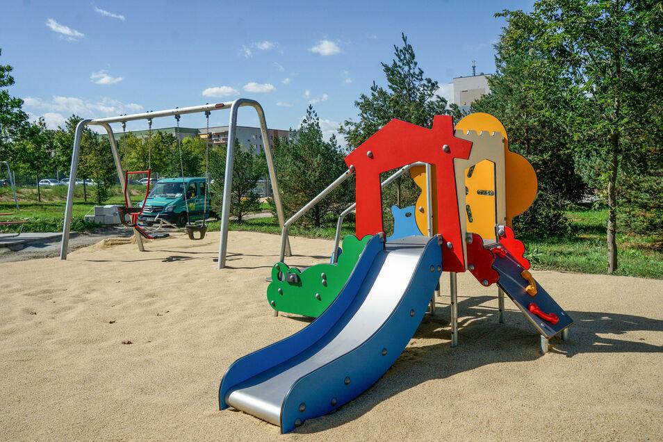 Schaukeln, Rutschen und Klettergeräte für Kleinkinder, ...