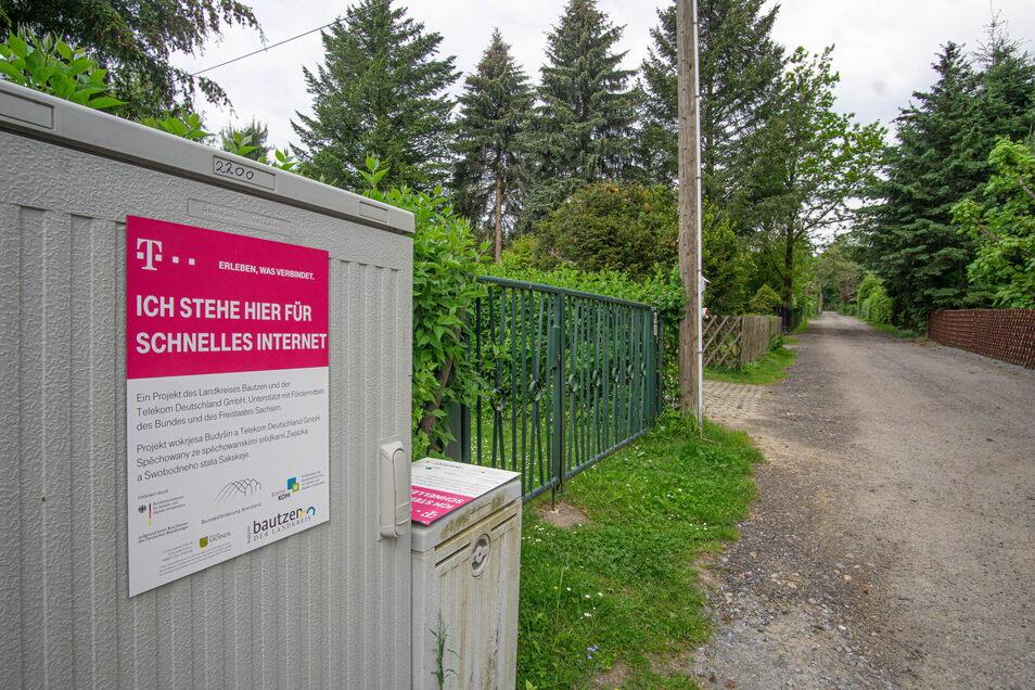 Kleingartensiedlung mit Breitbandanschluss? Am Laubenweg in Ringenhain wurde Glasfaserkabel verlegt, während an anderen Standorten noch Haushalte auf schnelles Internet warten.