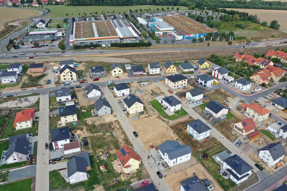 Der aktuelle Wert von Gewerbe- und Wohnimmobilien kann man aus dem Grundstücksmarktbericht für den Landkreis ableiten.
