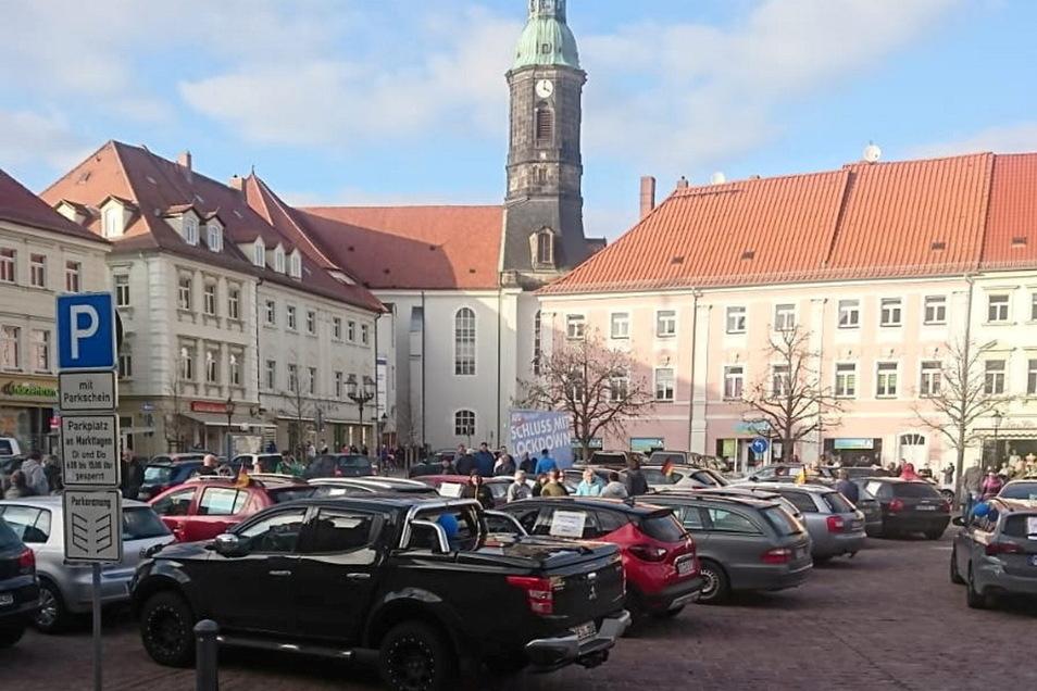 Auf dem Großenhainer Markt gab es eine circa 20-minütige Spontandemo gegen den Lockdown.