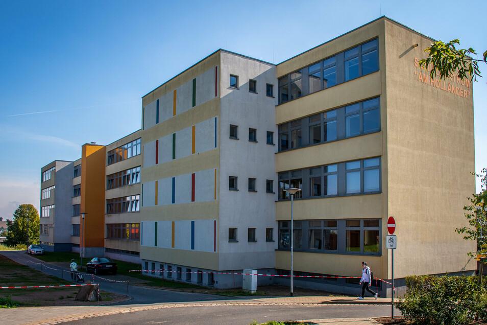 Der Plattenbau wurde saniert und umgebaut. Ende 2009 wurde die Oberschule Döbeln Nord eingeweiht.