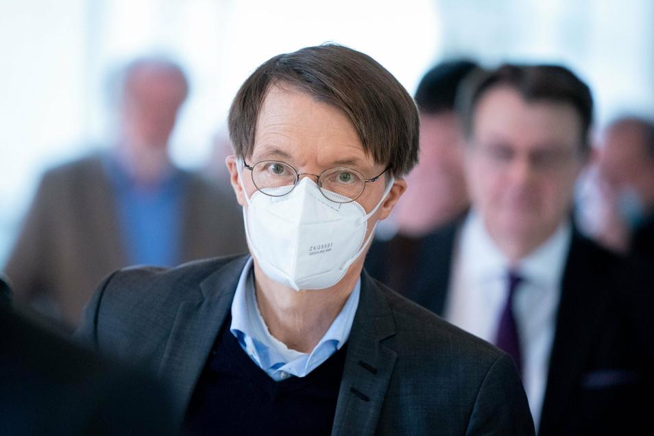 Ob es eine dritte Welle geben wird, kann SPD-Gesundheitsexperte Karl Lauterbach nicht sagen. Allerdings glaubt er, dass die Antigen-Schnelltests im kommenden Jahr eine große Rolle spielen werden, um die Pandemie abzufangen.