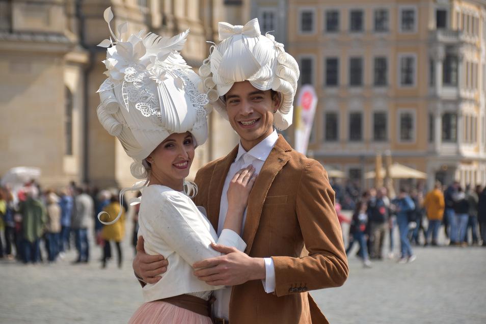 Da strömten noch Touris aus aller Welt ins Elbland: Dominica Herrero Gimenound Tommaso Tezzele als die an den Barock angelehnten Repräsentanten von Dresden Elbland.