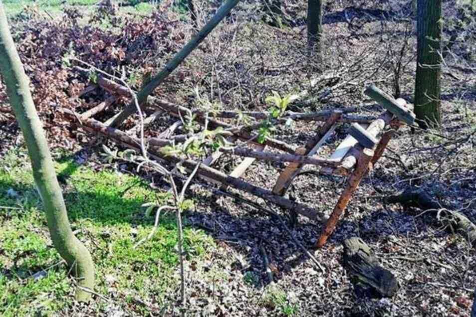 Hochstände von Jägern aus Zschaitz-Ottewig wurden demoliert und Kameras gestohlen. Die Täter sind flüchtig. Aber der Bürgermeister hat eine Vermutung.