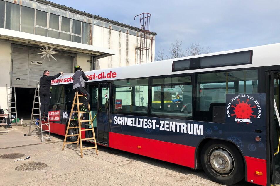Ein ausgedienter Linienbus wurde zum Testzentrum umgerüstet. Ab Dienstag steht er in Lommatzsch, ab Mittwoch wird getestet.