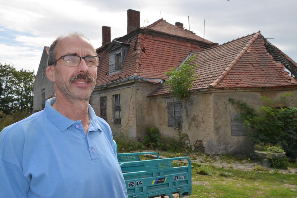 Noch ist das Verwalterhaus vom Rittergut eher Ruine, denn Forschungslabor. Das soll sich ändern. Norbert Döring will hier Arbeitsplätze und Lebensräume schaffen.
