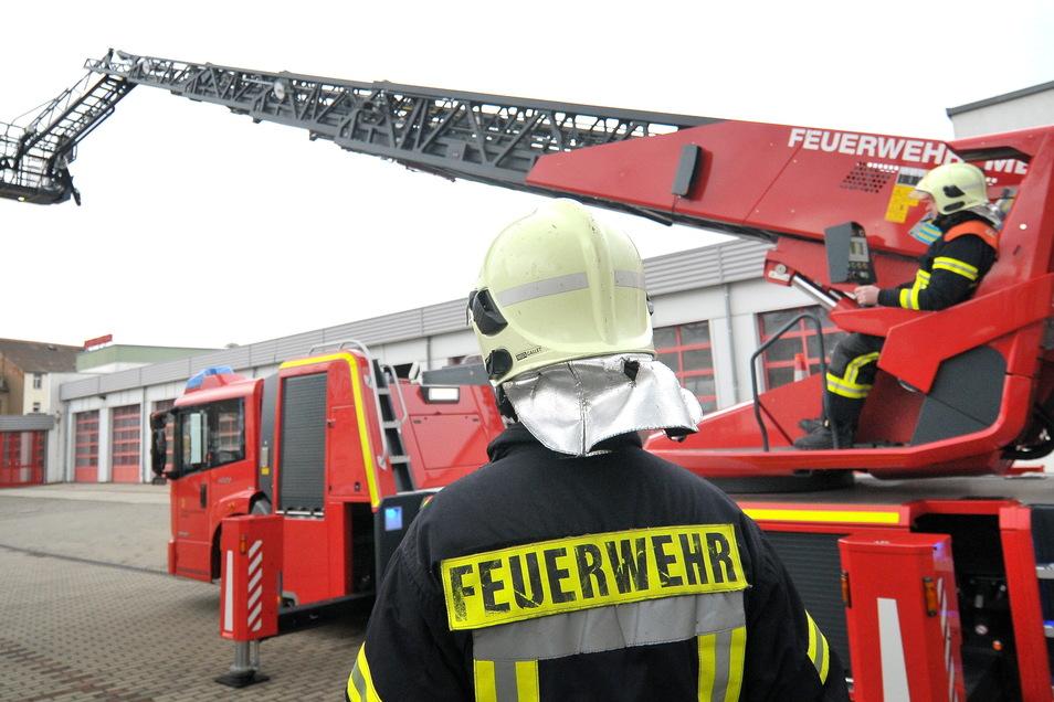 Drehleitern - wie hier bei der Feuerwehr Meißen - sind für die Kameraden ein wichtiges Hilfsmittel. Dank eines Sammelkaufs kommen jetzt neu vier Stück in den Landkreis.