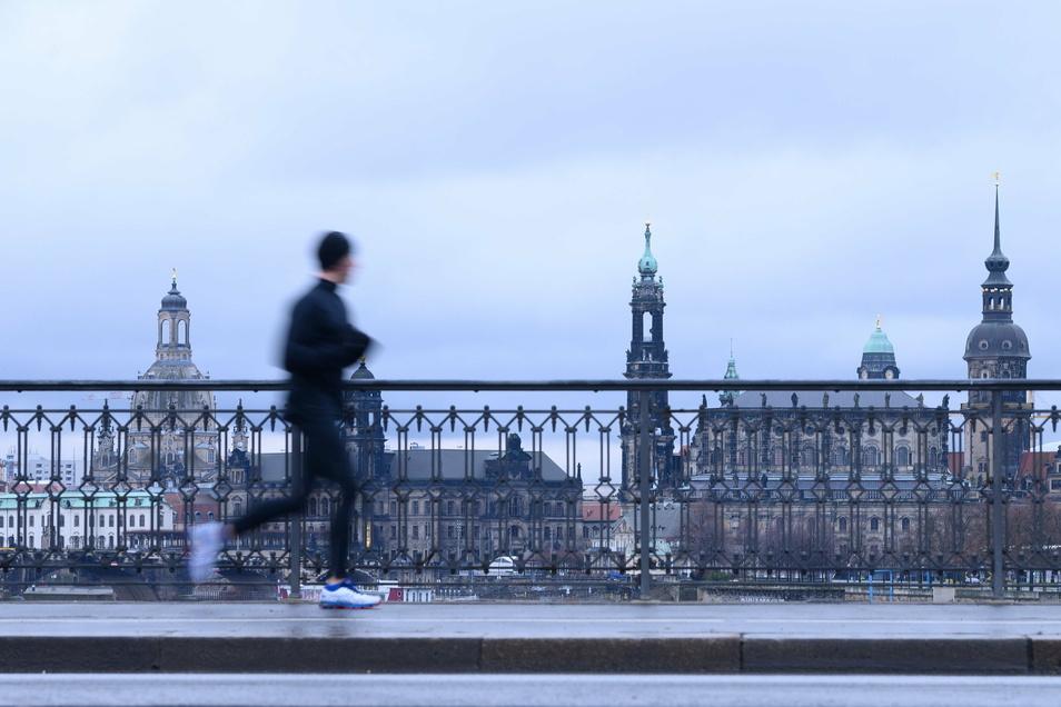 Die neue Coronavirus-Variante hat Dresden erreicht. Bekannt ist bisher nur ein Fall. Aber wie hoch ist die Dunkelziffer? Das soll nun herausgefunden werden.