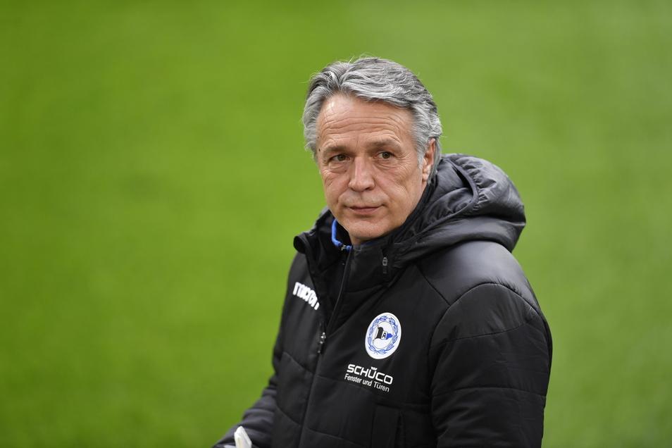 Der ehemaliger Dynamo-Trainer Uwe Neuhaus ist kein Bielefeld-Trainer mehr.