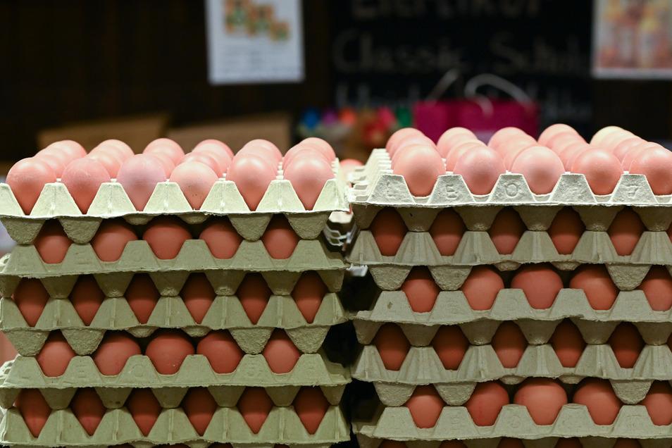 Die deutschen Konsumenten müssen sich zu Ostern keine Sorgen um ihre Versorgung mit Eiern machen, versichern Handel und Geflügelwirtschaft.